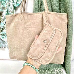 ROOTS tote in Desert TRIBE w build in wallet